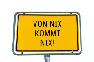 """Ortseingangsschild """"Von Nix kommt Nix"""""""